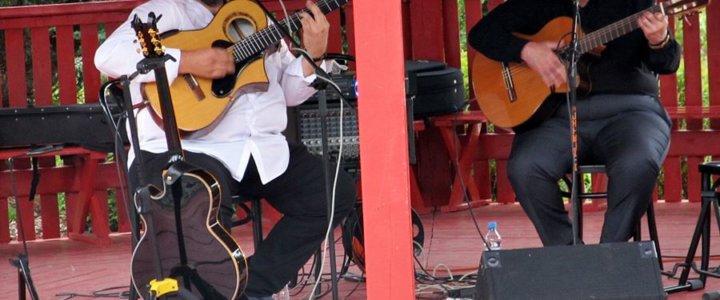 """GRYFICKIE LATO MUZYCZNE 2020 - 23 sierpnia – relacja z koncertu """"DUO PALMERAS""""."""