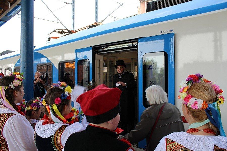 POCIĄG O IM. S. MONIUSZKI – RELACJA Z UROCZYSTOŚCI w Szczecinie na Dworcu Głównym (fot.)