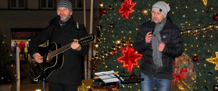 Dzisiaj na Placu Wolności odbył się świąteczny wieczór kolęd