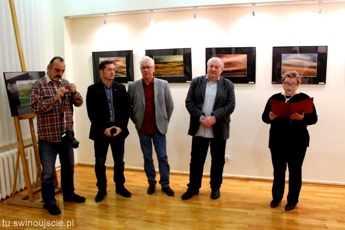 """Wczoraj otwarto zbiorową wystawę fotograficzną """"Magia Moraw"""""""