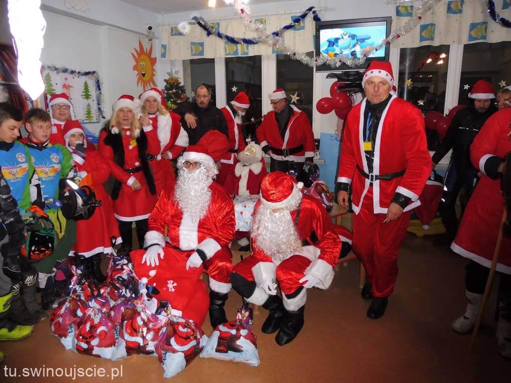 Mikołaje na motocyklach wprowadzili Gryfice w świąteczny nastrój