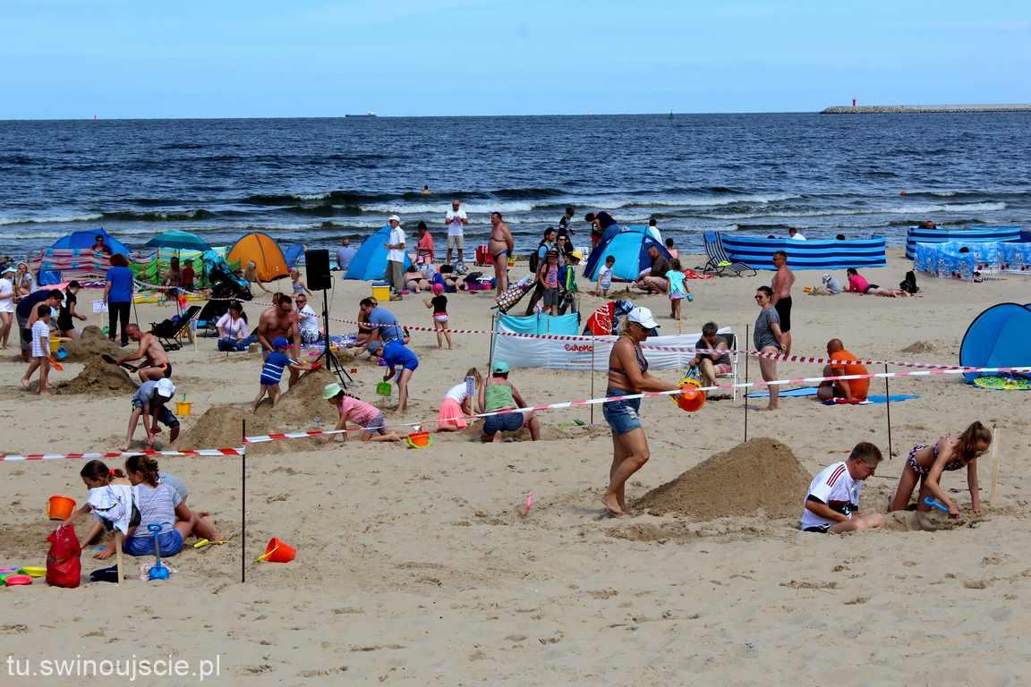 Mistrzostwa Świnoujścia w budowaniu czegoś z piasku ….. – PIACHOLEPY 2018