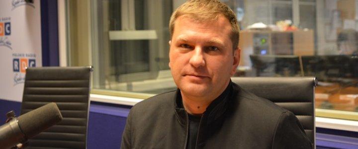Świnoujście. Miejska Biblioteka Publiczna -zaprasza na spotkanie z panem Piotrem Derlatką.