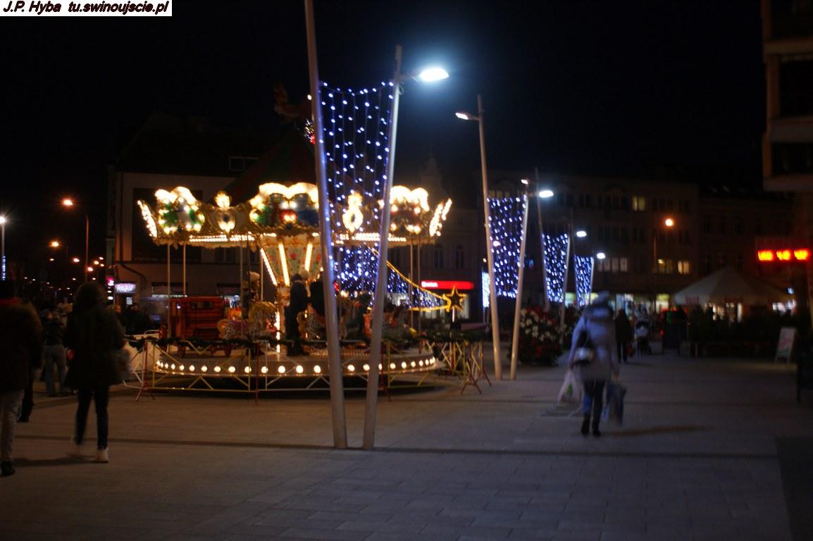 Świnoujście wieczorem Plac Wolności