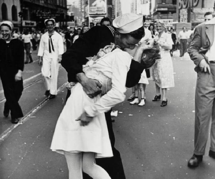 Zmarł marynarz ze słynnego zdjęcia sprzed 74 lat