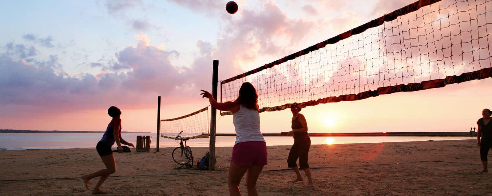 Świnoujście. Zaproszenie do udziału w turnieju siatkówki plażowej