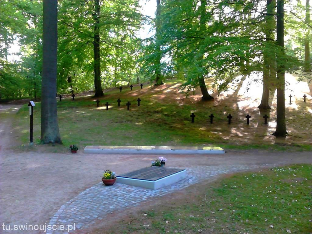 Świnoujście. Cmentarz wojenny GOLM. Dzień Pamięci wszystkich ofiar wojny
