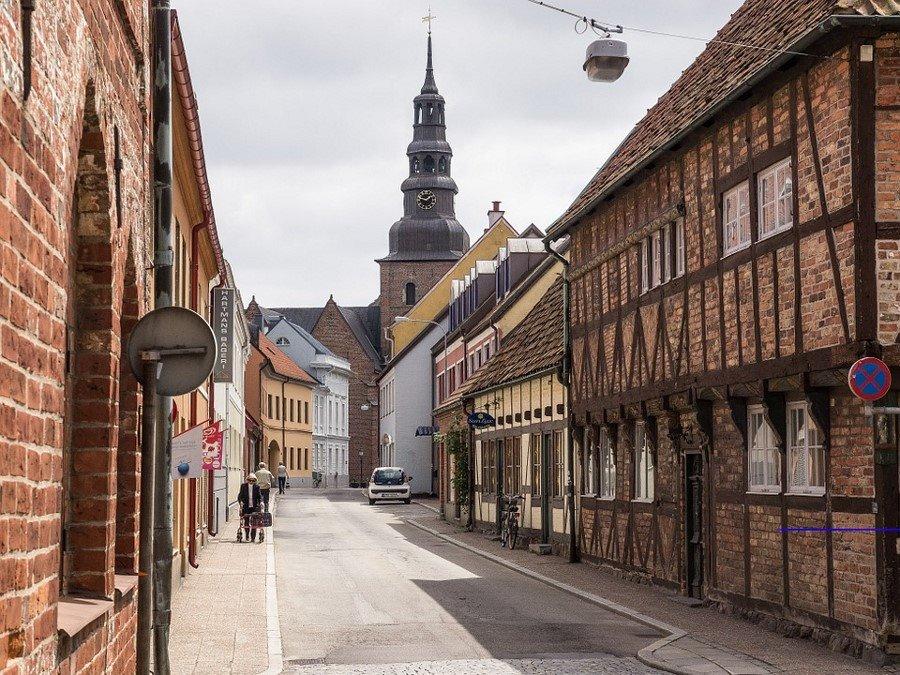 Rekordowa liczba polskich turystów w malowniczym szwedzkim Ystad.