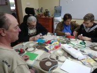 Świąteczne spotkanie wolontariuszy z ZSM u seniorów z DDP Caritas
