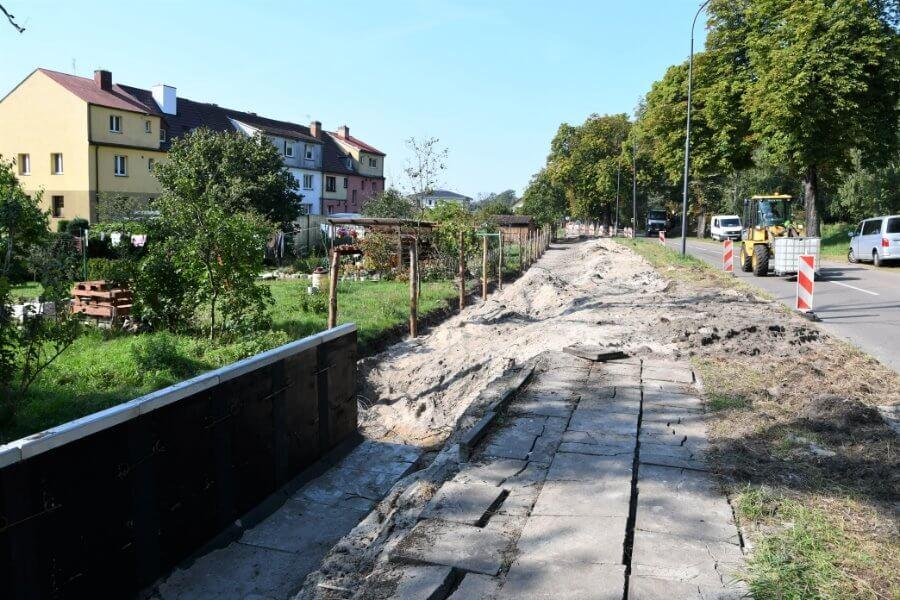 Świnoujście. Droga rowerowa na Warszowie. Wykonawca na ostatnim odcinku.