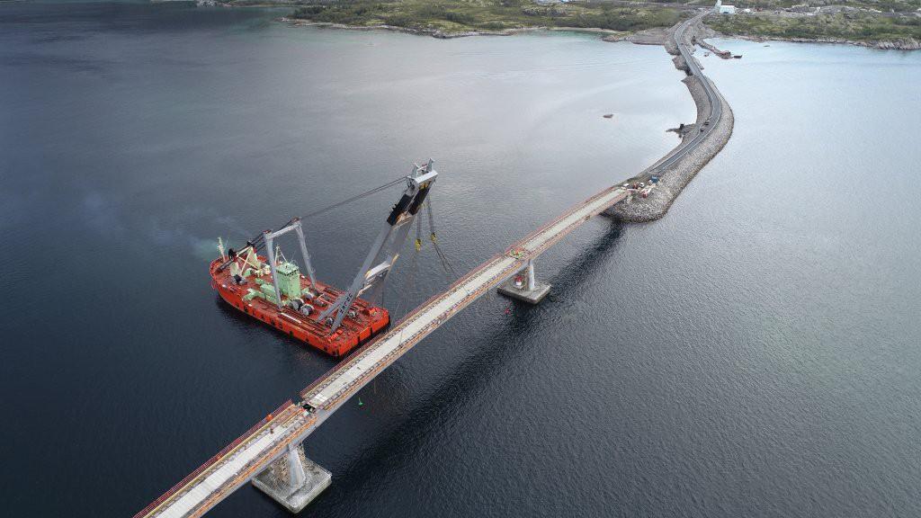300-metrowy most połączył norweskie wyspy. Wykonała go firma z Gdańska (wideo)