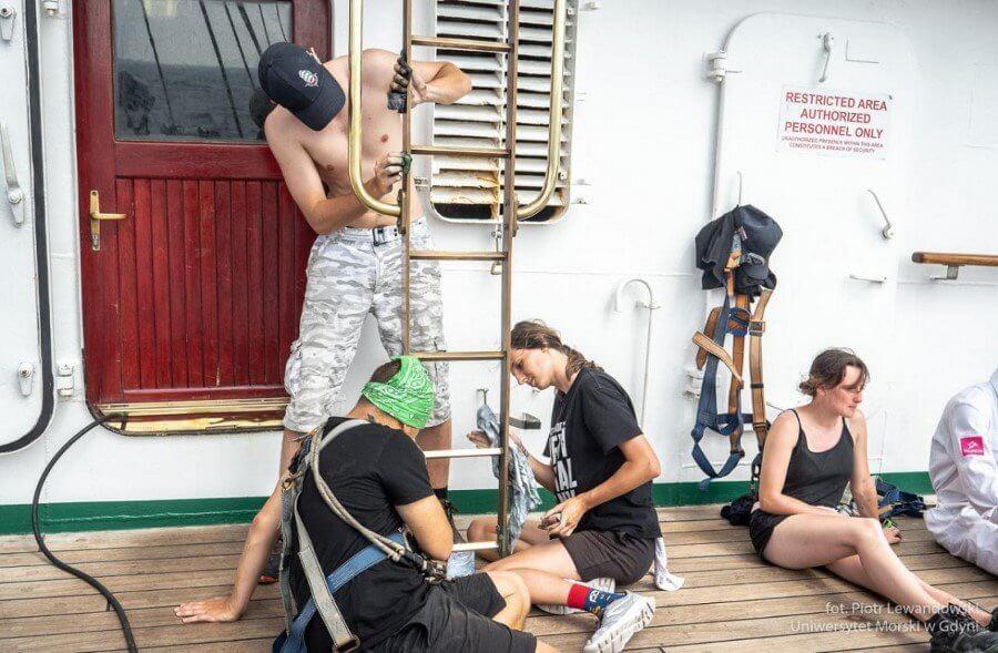 O wachtach i prozie morskiej służby na Darze Młodzieży
