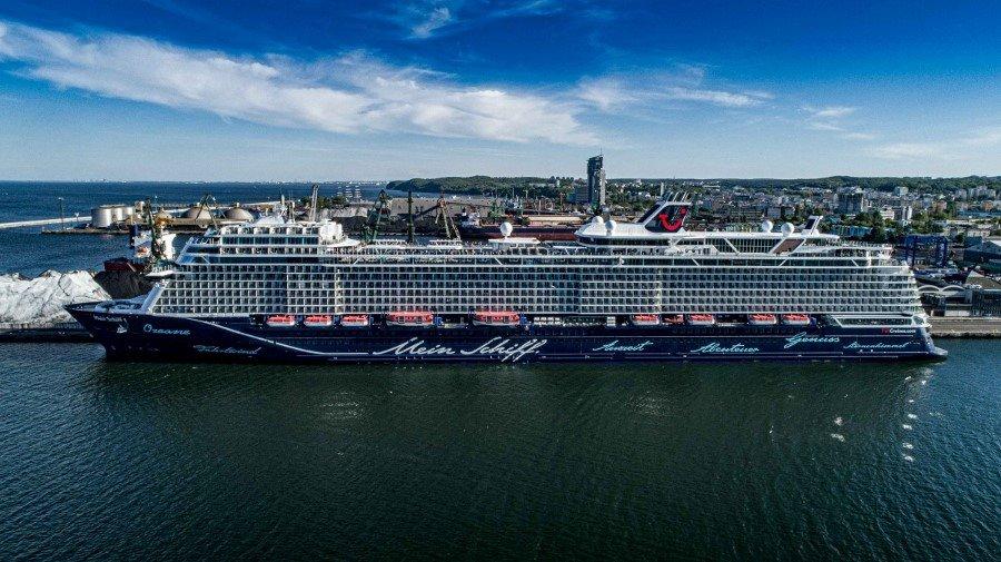 Mein Schiff 1 w Porcie Gdynia. To jeden z najdłuższych wycieczkowców tego sezonu (foto, wideo)