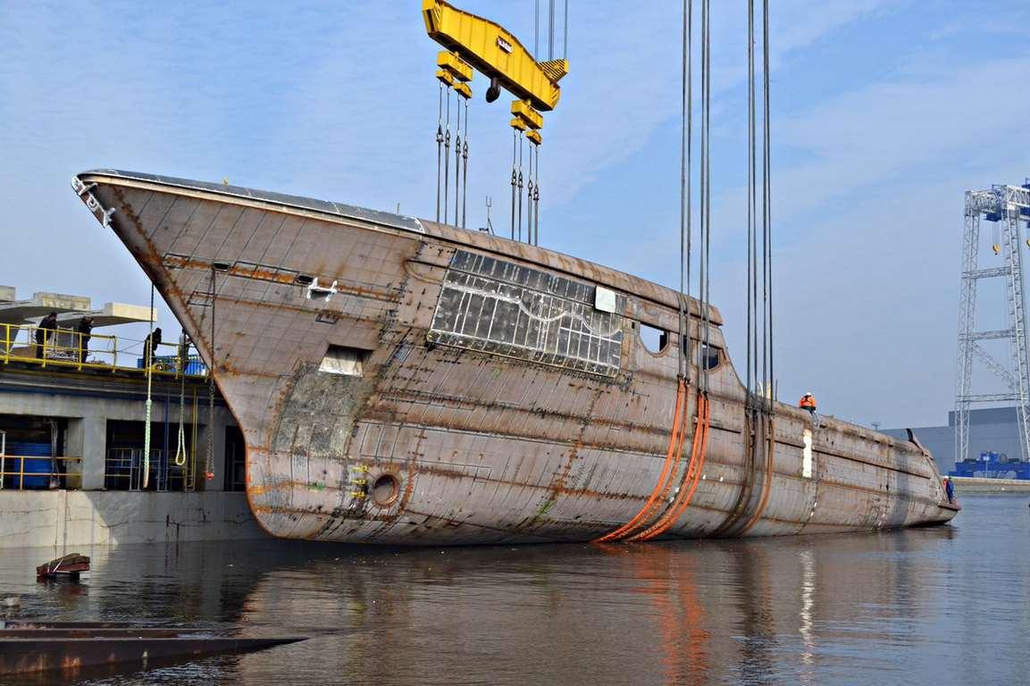 W Stoczni Szczecińskiej zwodowano kolejny megajacht (wideo)