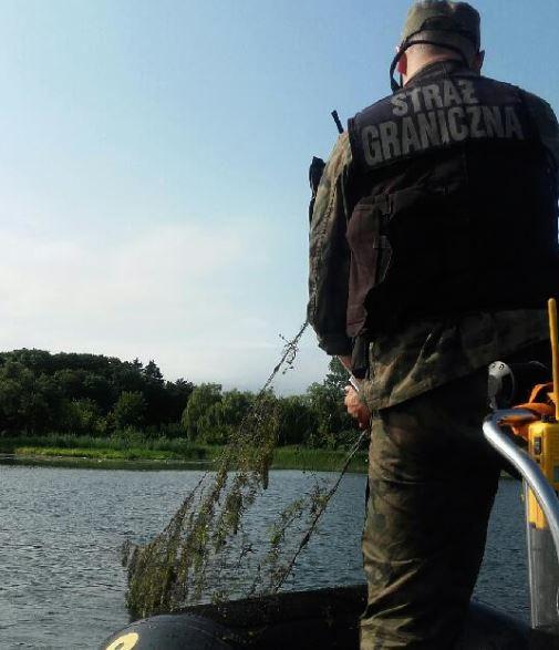 Nieoznakowane narzędzia połowowe podjęli z wód rzeki Dziwna funkcjonariusze z Placówki Straży Granicznej w Świnoujściu.