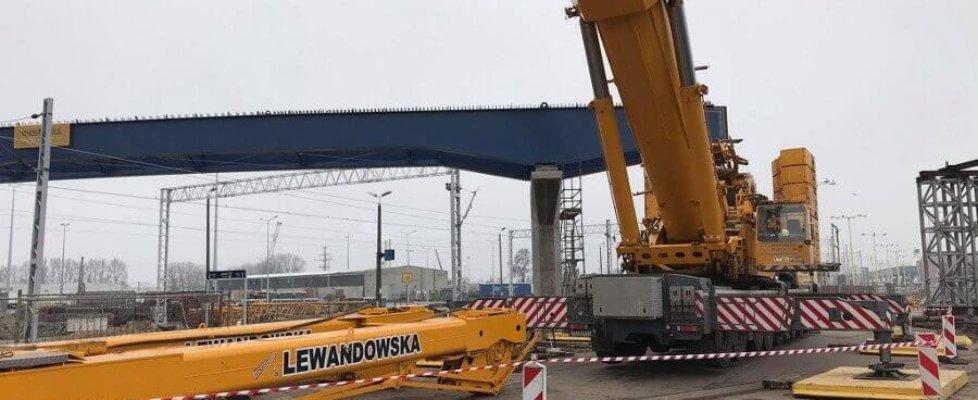 Pierwsze przęsło nowej estakady na terminalu promowym w Świnoujściu już jest.