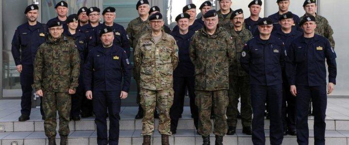 4 lutego, kierownicza kadra dowództwa oraz jednostek wojskowych 8. Flotylli Obrony Wybrzeża złożyła wizytę w Dowództwie Wielonarodowego Korpusu Północny-Wschód oraz Wojewódzkim Centrum Zarządzania Kryzysowego w Szczecinie.