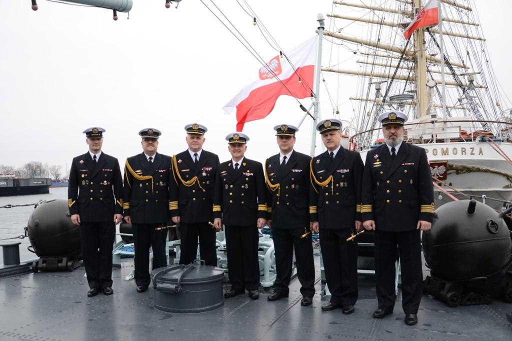 Pożegnanie z marynarskim mundurem na pokładzie ORP Błyskawica
