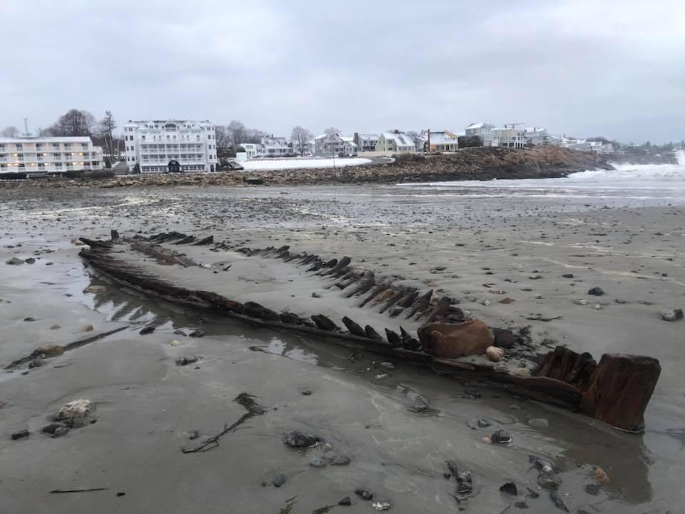 Sztorm odsłonił wrak XVIII-wiecznego statku na plaży (foto, wideo)