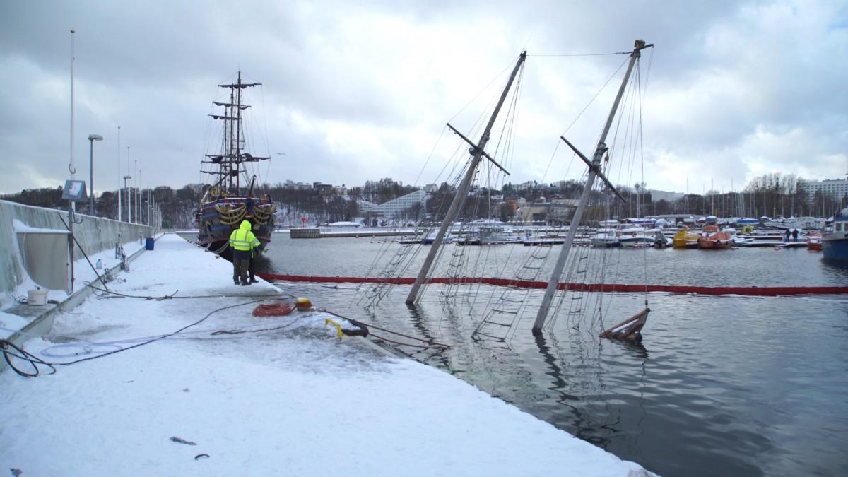 Jacht runął do wody, a było już tak blisko (foto, wideo)