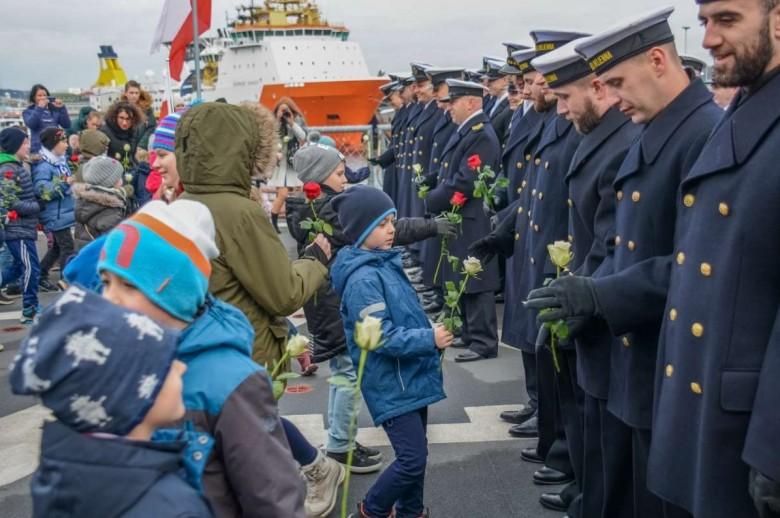 Polska Szkoła w Bergen otrzymała imię Marynarki Wojennej RP (foto)