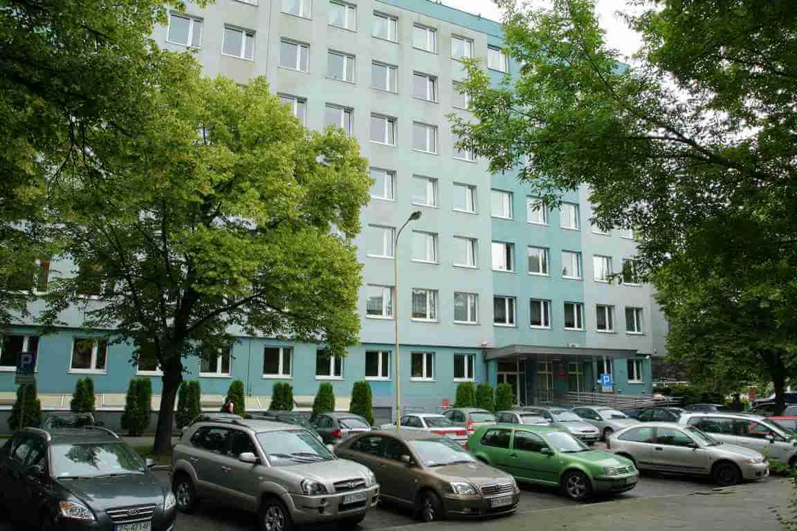 Pracownicy szczecińskiej Izby Administracji Skarbowej uratowali tonącą kobietę.