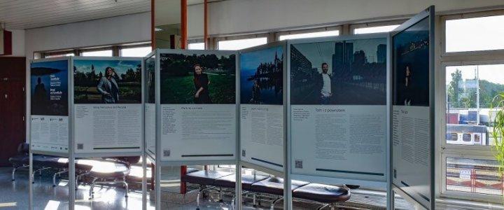 Polsko - szwedzka wystawa w terminalu promowym Świnoujście.