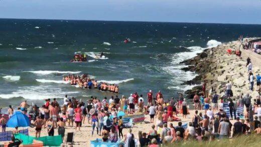 Dramatyczna akcja ratunkowa w Darłówku. Morze porwało troje dzieci