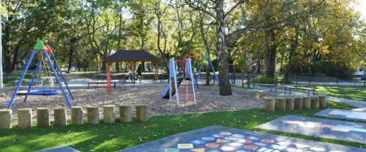 Świnoujście. Na Warszowie. Osiedlowy mini park i plac zabaw już gotowe.