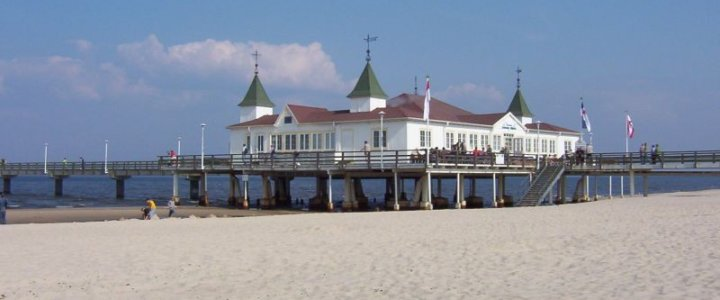 Sześciolatka zgubiła się na świnoujskiej plaży. Zaszła aż do Niemiec