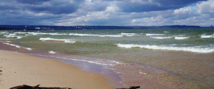 Kobieta zmarła na infekcję bakteryjną po kąpieli w Bałtyku.