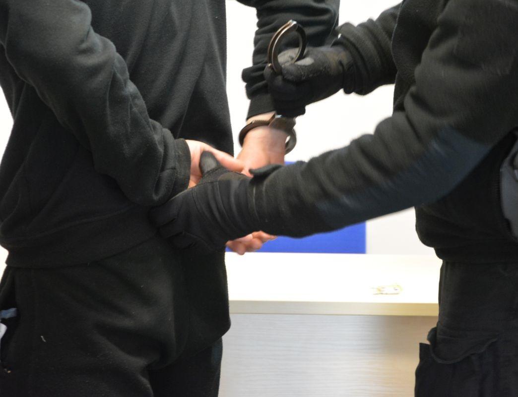Świnoujście. Seryjny włamywacz recydywista zatrzymany i aresztowany