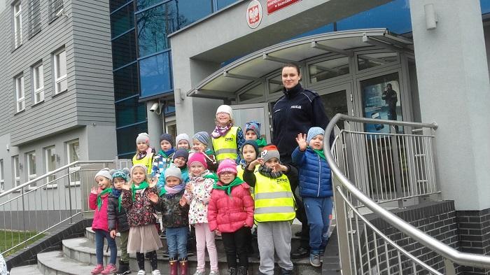 Dzieci z wizytą w Komendzie Powiatowej Policji w Szczecinku