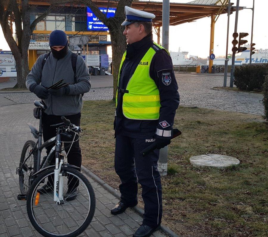 Świnoujscy policjanci dbają o bezpieczeństwo pieszych i rowerzystów