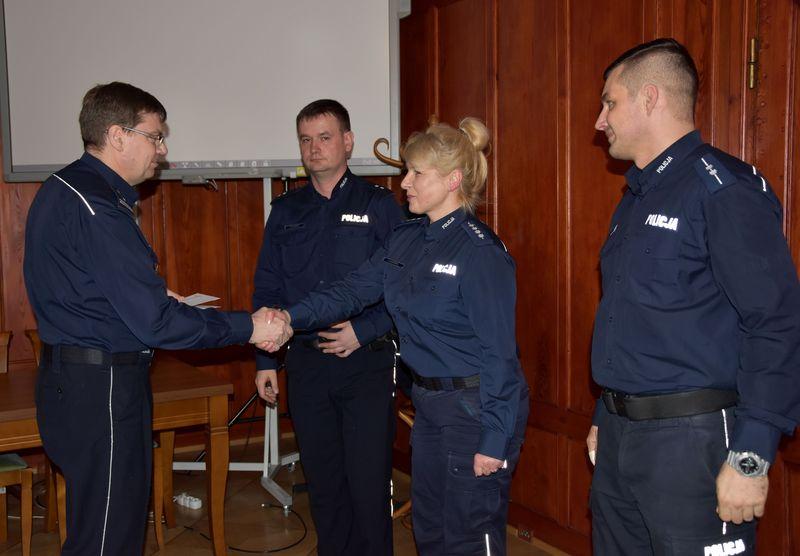 Szef zachodniopomorskiego garnizonu nagrodził wyróżnionych policjantów