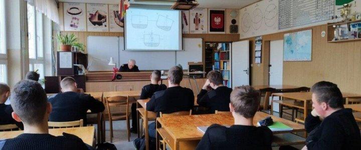Zarząd Portu Szczecin-Świnoujście sponsoruje zakup pomocy dydaktycznych dla Zespołu Szkół Morskich.