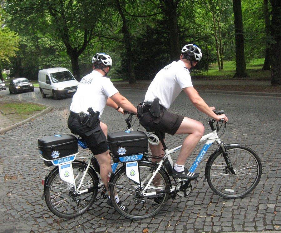 Policyjne patrole rowerowe na drogach Świnoujścia