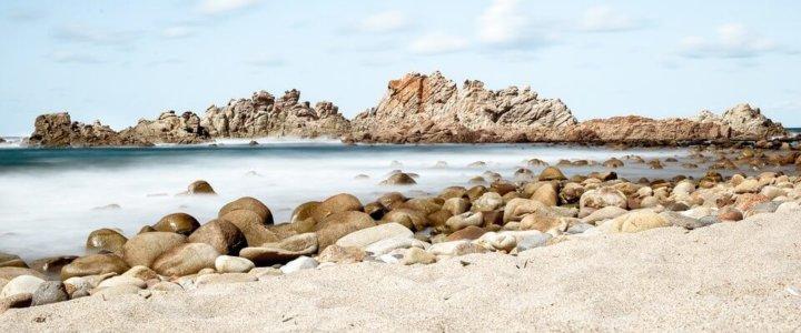 Ciekawostka. Do 6 lat więzienia grozi turystom za kradzież 40 kilogramów piasku z Sardynii.