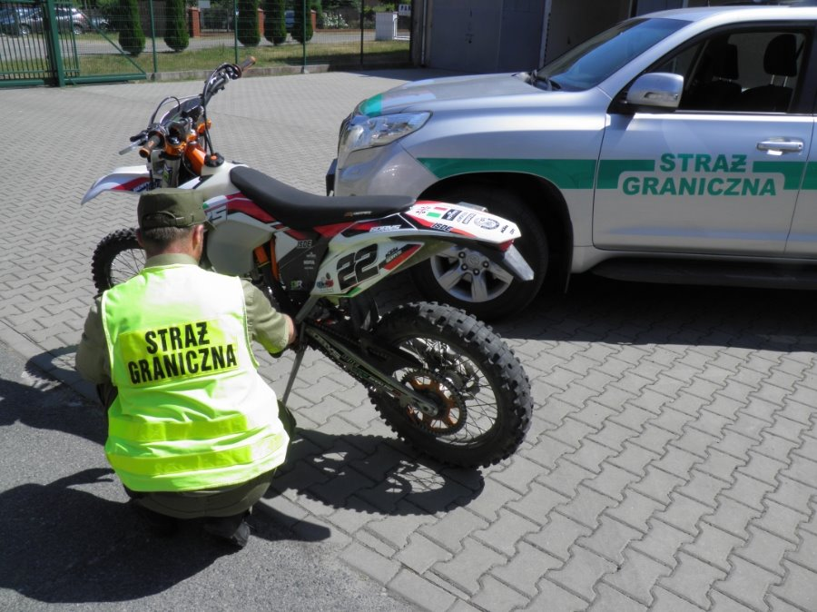 Świnoujście. Motocykl bez identyfikacji