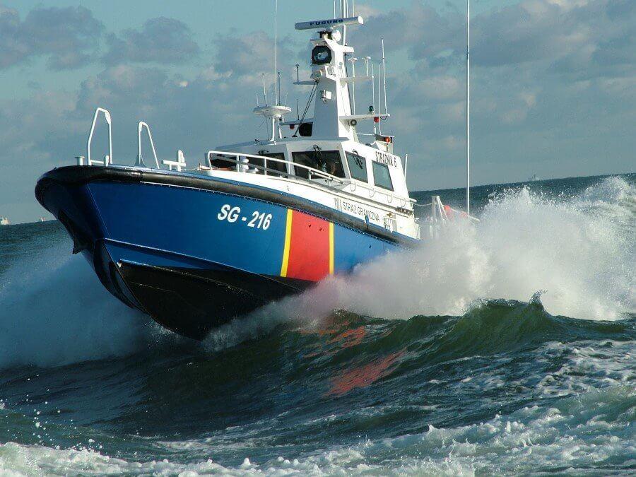Świnoujście. Nocna interwencja na Bałtyku – łódź rybacka, mimo zakazu, wyszła w morze