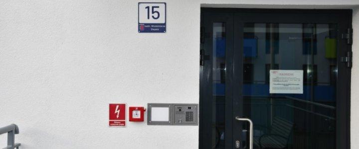 Świnoujście. Nowe tablice adresowe na świnoujskich budynkach.