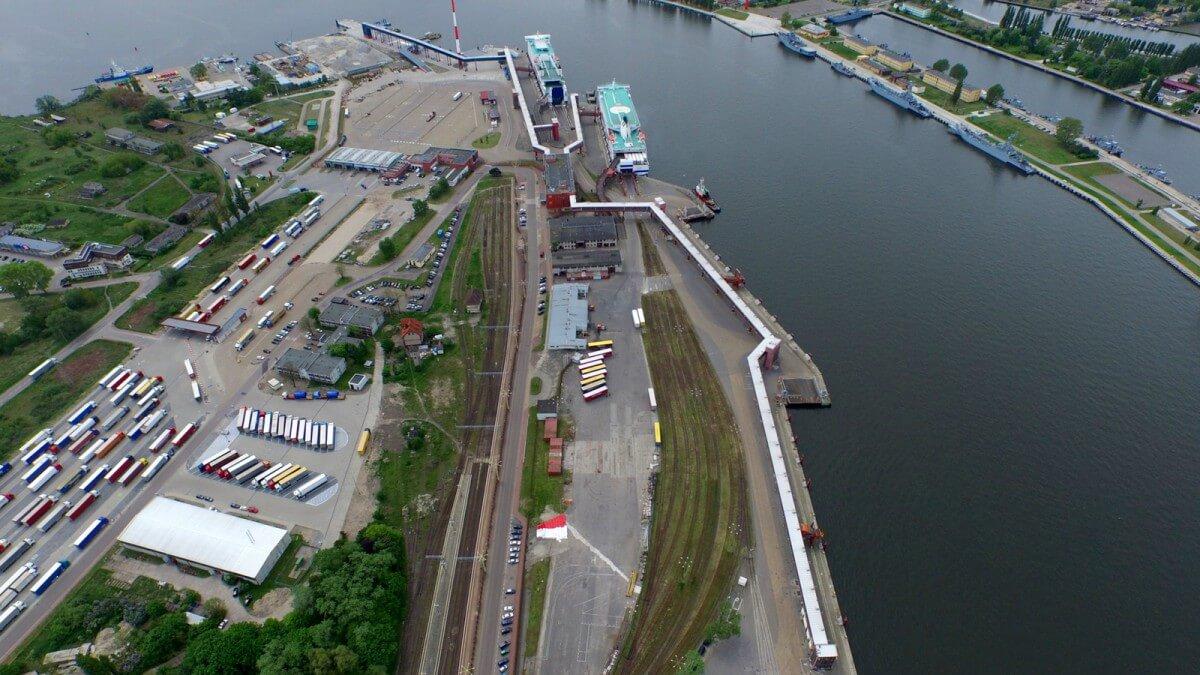 Świnoujście: Umowa na przystosowanie terminalu promowego do obsługi transportu intermodalnego.