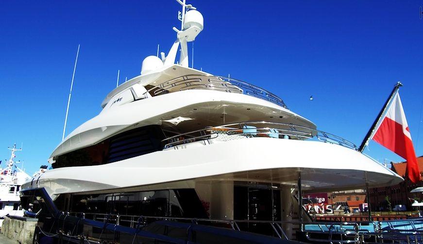 Viatoris – niezwykły jacht zbudowany w Gdańsku. Zobacz jego wnętrza