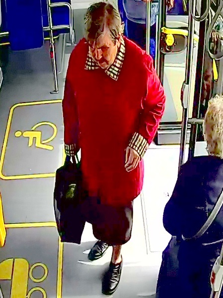 Świnoujście. Pomóż ustalić tożsamość zmarłej w autobusie kobiety